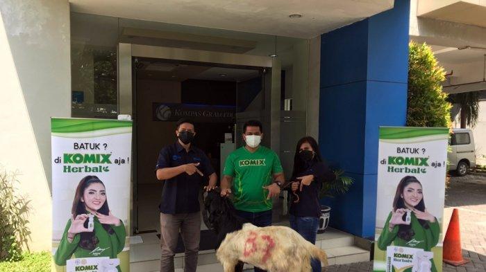 Penyerahan hewan kurban dari Komix Herbal kepada Redaksi Koran Harian Tribun Jateng, di kantor Jalan Menteri Supeno Nomor 30 Kota Semarang, Jumat (16/7/2021).