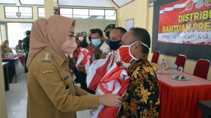 Berkah Kehadiran Presiden Jokowi ke Purbalingga, Titip Bagikan 1.000 Sembako Buat Warga Kemangkon