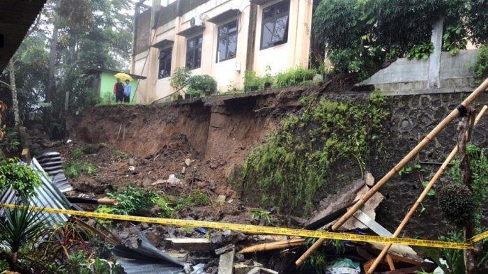 Talud Kantor Kecamatan Watumalang Wonosobo Ambrol, Dua Petani Tewas, Sedang Berteduh di Warung