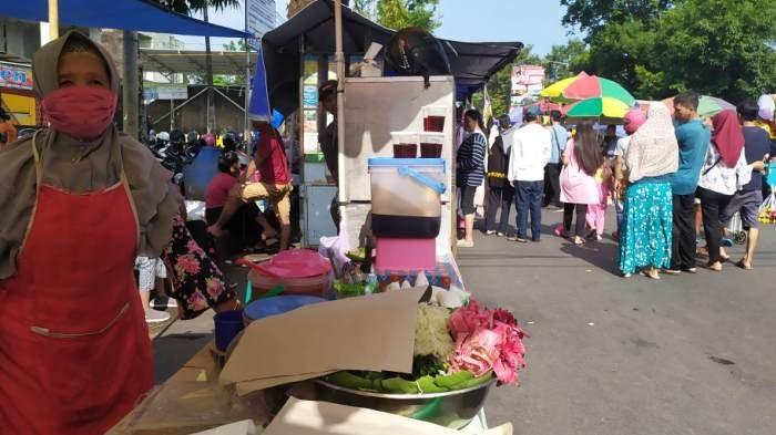 Geram Ada Pedagang Pasar Minggon Buka Lapak di GOR Satria Purwokerto, Bupati Banyumas: Tertibkan!