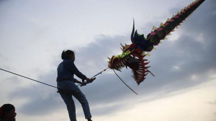 Kedon Team Tawarkan Sensasi Naik Layangan Naga Raksasa di Bantul Yogyakarta, Berani Coba?