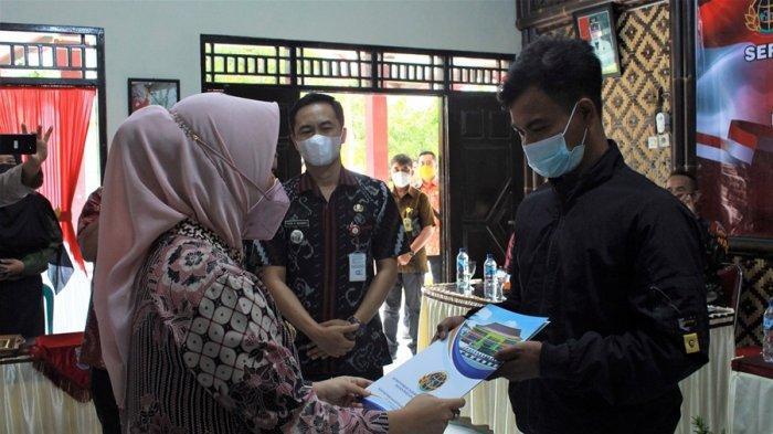 1.177 Sertifikat Tanah PTSL Desa Banjaran Diserahkan, Ini Kata Bupati Purbalingga