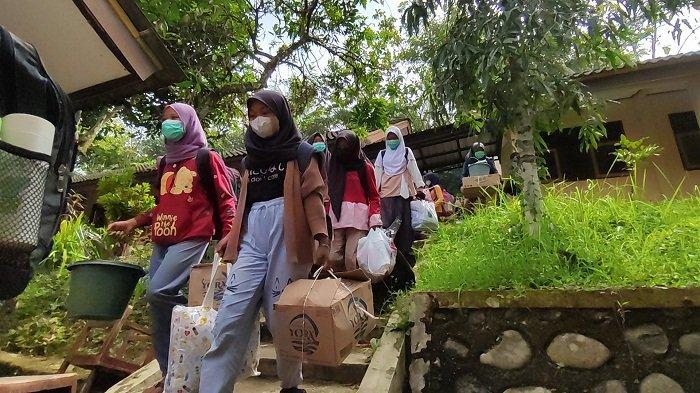 Cerita Siswa SMP Negeri 4 Mrebet Purbalingga Jalani Karantina 10 Hari, Belajar Bareng saat Bosan