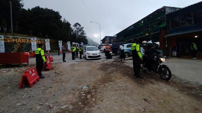 Ingin Wisata ke Grojogan Sewu Tawangmangu, 15 Mobil asal Jatim Diputar Balik di Pos Cemoro Kandang