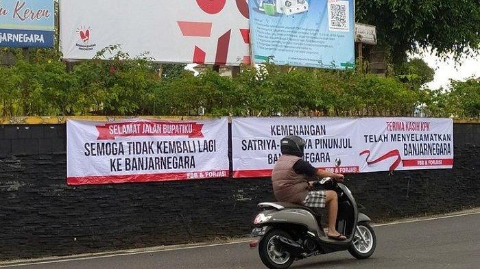FBB dan Forjasi Syukuri Penangkapan Bupati Banjarnegara, Gelar Cukur Gundul hingga Pasang Spanduk