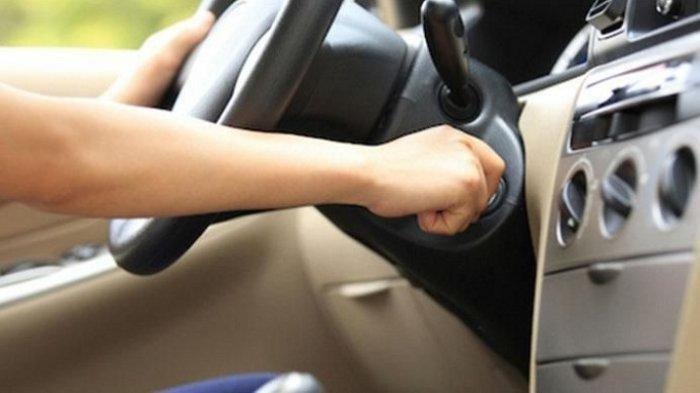 Begini Bahaya yang Akan Terjadi Jika Menghidupkan Mobil dengan Cara yang Salah