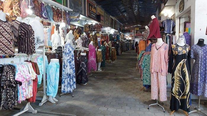 Pedagang Gigit Jari, Larangan Mudik Lebaran Membuat Pasar Grosir Batik Setono Makin Sepi