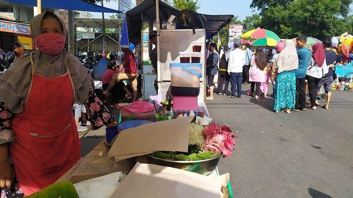 Atur Jarak Pedagang, Bupati Banyumas Minta Ada Sekat di Pasar Minggon di GOR Satria Purwokerto