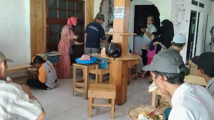Kisah Relawan di Banjarnegara Dirikan Warung Gratis untuk Warga Terdampak Pandemi Virus Corona