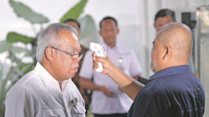 Siapapun Masuk Istana Wajib Diukur Suhu Tubuhnya, Termasuk Menteri Sebelum Ketemu Presiden