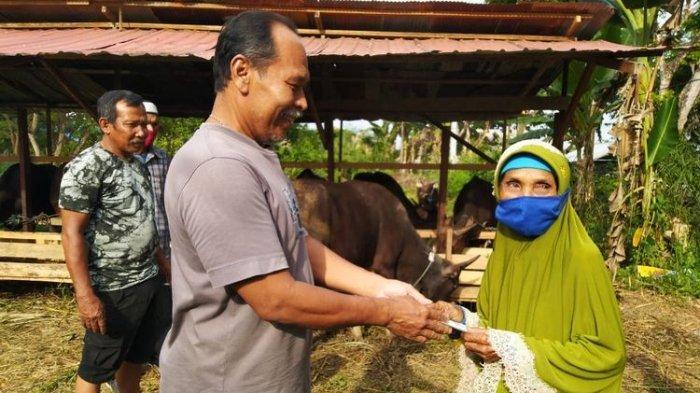 Kisah Nenek Sumiyati, Penyapu Jalan di Tenggarong Kurban Sapi dan Kambing, Hasil Nabung 15 Tahun