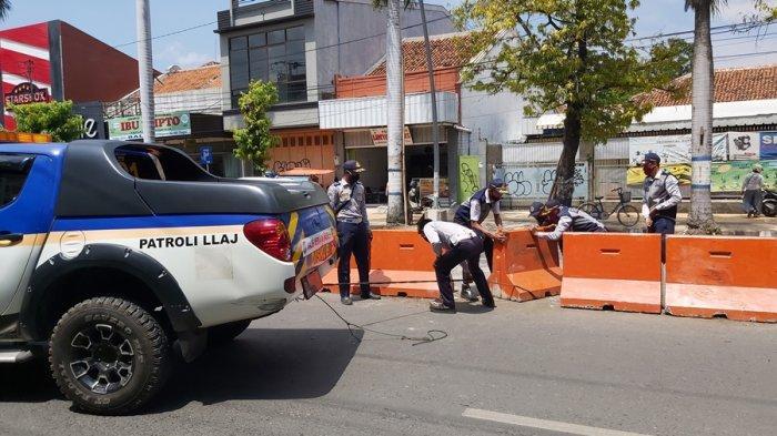 Sopir Diduga Mabuk, Tabrak Tiga Pembatas di Jalan Diponegoro Kota Tegal