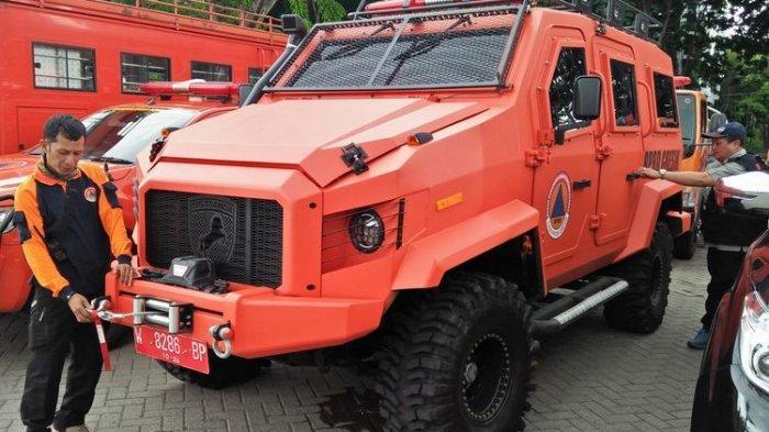 BPBD Gresik Modifikasi Mitsubishi Triton Jadi Mobil Amfibi untuk Libas Banjir