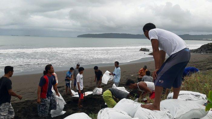 Tanggul Pantai Kamulyan Jebol, BMKG Cilacap: Waspada Gelombang Tinggi