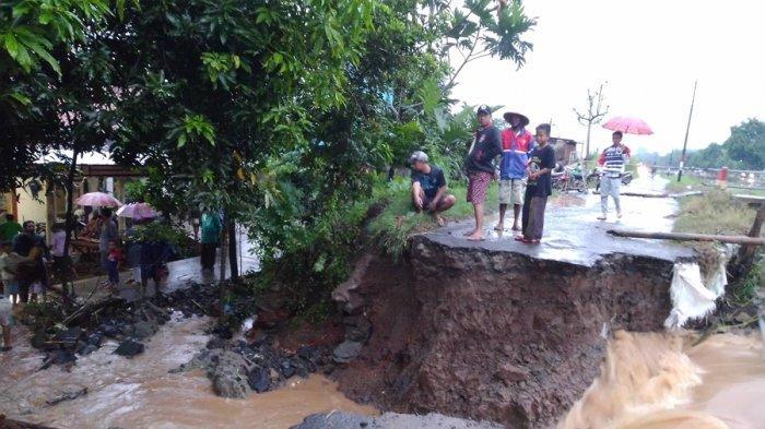 Tanggul Sungai Jebol di Desa Blorok Kendal, Air Genangi Puluhan Rumah, Kasani: Tadi Capai Semeter
