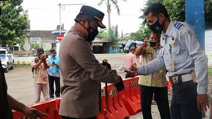 Cegah Covid, Petugas Cek Suhu Tubuh Setiap Calon Penumpang di Terminal dan Stasiun Pemalang