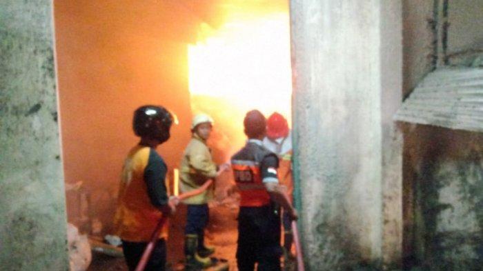 Damkar Berhasil Padamkan Kebakaran Pabrik Tekstil di Sragen Setelah Berjibaku Selama Lima Jam