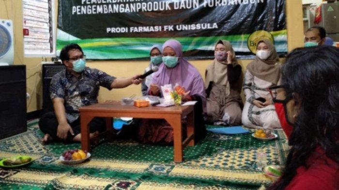 Bisa Mencegah Penuaan Dini, Masker dari Daun Torbangun Dikenalkan Tim Dosen Prodi Farmasi Unissula