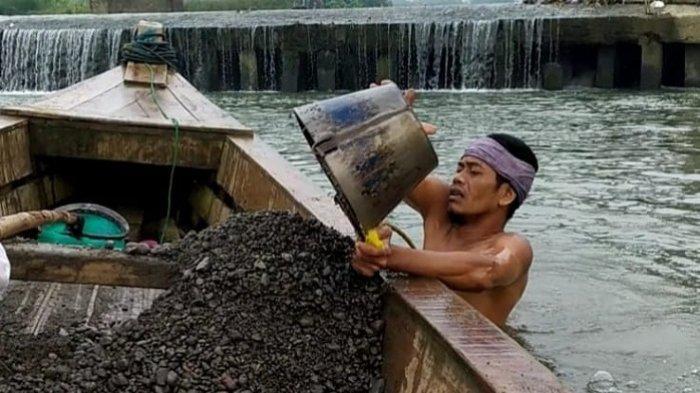 Terdampak Pandemi, Pelaku Wisata Jatilawang Banyumas Alih Profesi Jadi Penambang Pasir Sungai Serayu
