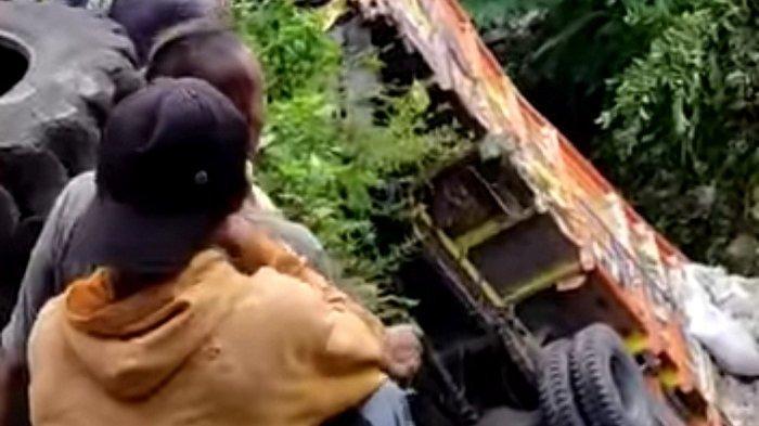 Truk Pengangkut Beras Tabrak 2 Mobil dan 1 Motor, Alami Rem Blong di Turunan Parakan-Kertek Wonosobo