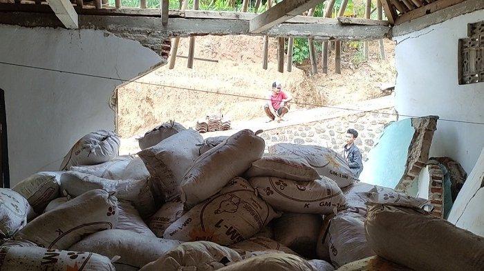 Detik-detik Truk Bermuatan Pupuk Hantam Musala di Wanadri Banjarnegara, Jemaah Tengah Salawatan