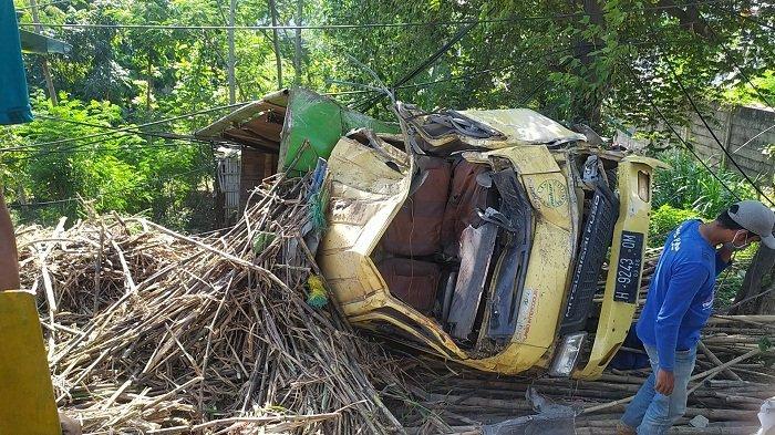 Alami Rem Blong, Truk Bermuatan Tebu Terjun Bebas di Turunan Silayur Ngaliyan Kota Semarang