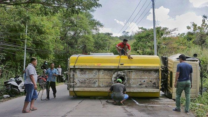 Alami Rem Blong, Truk Tangki Air Tabrak Motor dan Mobil di Sigarbencah Semarang. 4 Orang Tewas