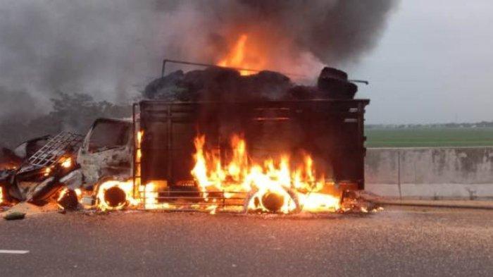 Pikap dan Truk Terbakar di Tol Pemalang-Batang, Diduga Berawal dari Sopir Mengantuk