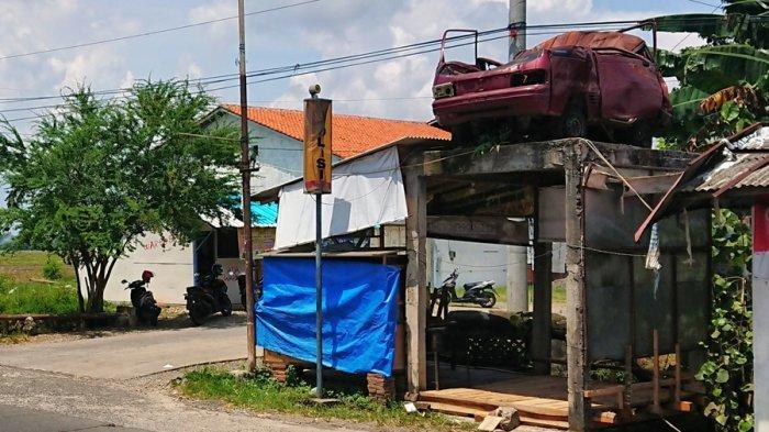 Warga Menyebutnya Tugu Mobil, Penanda Zona Black Spot di Ampelgading Pemalang
