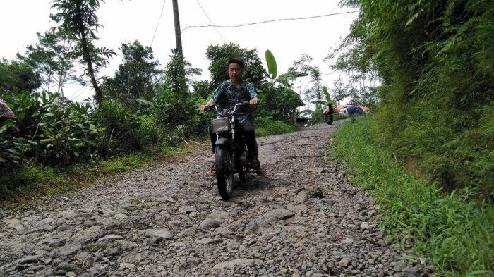 Kades Pubasari: Jalan Tungkep Disurvei Sejak Era Tasdi, Sampai Sekarang Tidak Ada Perubahan