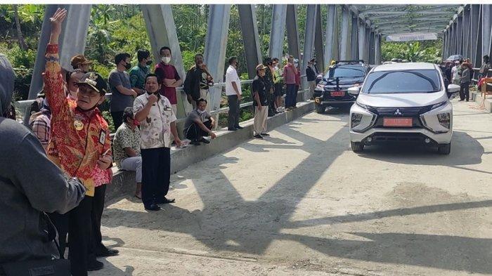 Belasan Mobil Diparkir Berjejer, Cara Bupati Banjarnegara Simulasikan Kekuatan Jembatan Plipiran