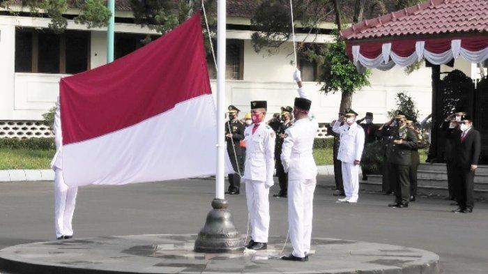 Bupati Banyumas Bacakan Pesan Gubernur di Upacara 17 Agustus: Ojo Mandeg Sanajan Dengkul Wis Ndredeg