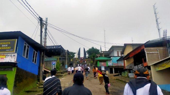 Upacara Galungan di Candi Cetho Karanganyar, Teguh Pambudi: Terbatas Hanya Warga Lokal