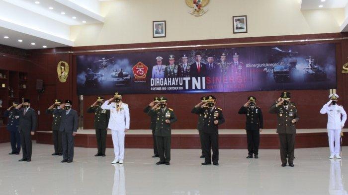 HUT Ke 75 TNI, Ganjar: Strategi Tempur TNI Harus Diaplikasikan untuk Tangani Wabah Covid-19