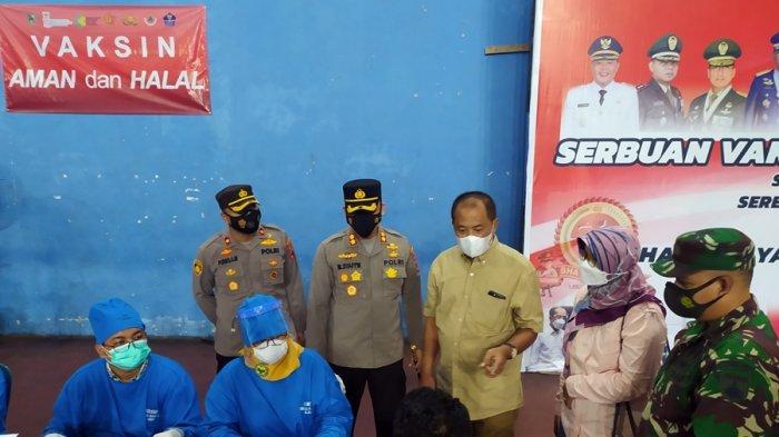 Vaksinasi Massal Digelar Hari Ini, Begini Gambaran Suasana di GOR Raden Mas Said Karanganyar