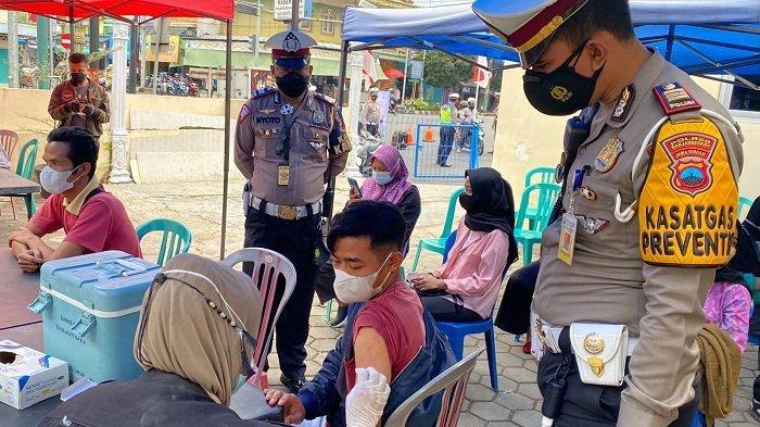 Belum Divaksin dan Terjaring Razia, Pengendara di Banjarnegara Langsung Ditawari Vaksinasi Gratis