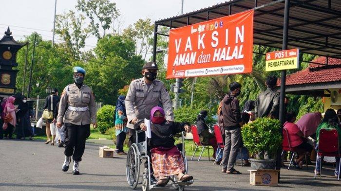 Warga Penyandang Disabilitas Dijemput Menggunakan Bus, Vaksinasi Massal di Polres Purbalingga