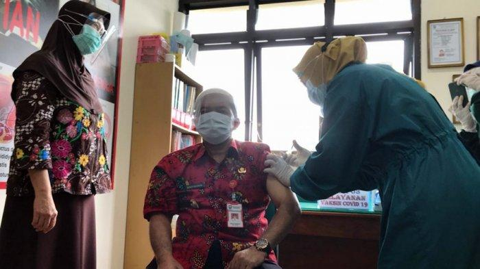 Ngesti Serasa Digigit Semut, Wakil Bupati Jadi Orang Pertama Disuntik Vaksin di Kabupaten Semarang