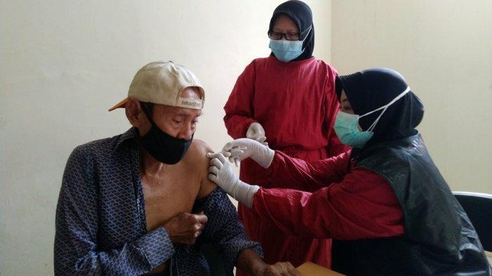 Vaksinasi Lansia di Kendal, Dijadwal Dua Sesi Selama Ramadan, Tiap Pagi dan Seusai Salat Tarawih