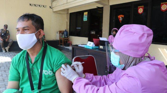 Vaksinasi Massal Polres Banjarnegara, Digelar Hingga 30 Juni 2021, Bahagiannya Drivel Ojol Ini