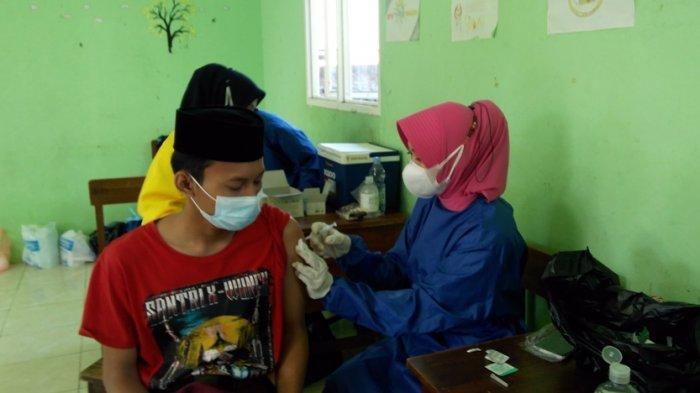 Vaksinasi Kini Sasar Santri, Target 70 Persen Masyarakat Kendal Sudah Tervaksin pada Agustus 2021