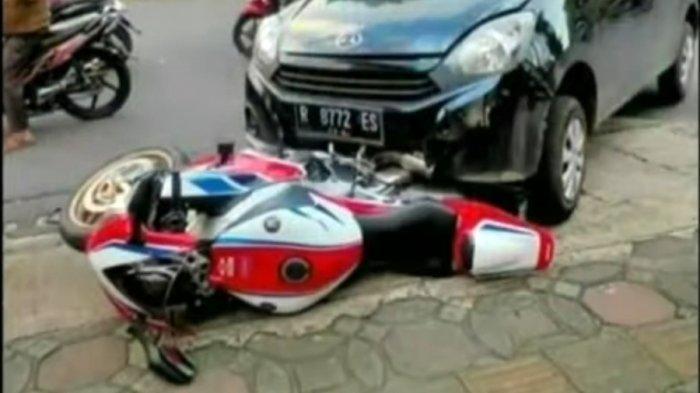 TANGKAPAN LAYAR: Kecelakaan melibatkan mobil Daihatsu Ayla menabrak sepeda motor Honda CBR 1000 RR SP, di Jalan Prof DR HR Boenyamin Purwokerto, Rabu (18/11/2020).    Artikel ini telah tayang di Tribunbanyumas.com dengan judul Sempat Muncul Tawaran Ganti Rugi Rumah, Begini Akhir Kasus Kecelakaan Ayla Vs Honda CBR 1000 RR SP.