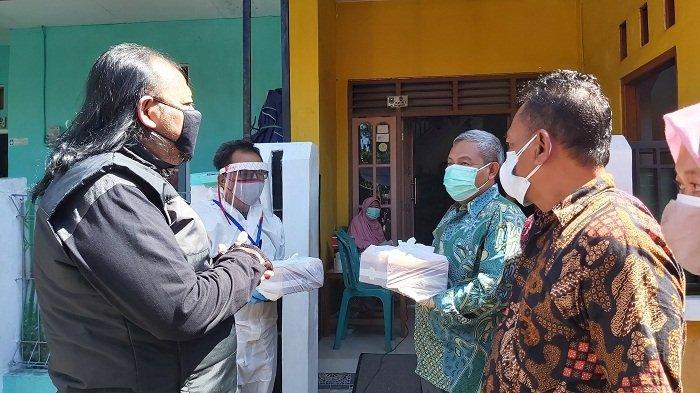 135 Lansia di Kota Tegal Terpapar Covid, Wali Kota Antar Makanan ke Lokasi Isolasi Mandiri