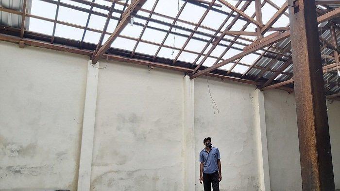 Atap 44 Rumah di Kalinyamatkulon Kota Tegal Rusak Diterjang Angin Ribut saat Subuh