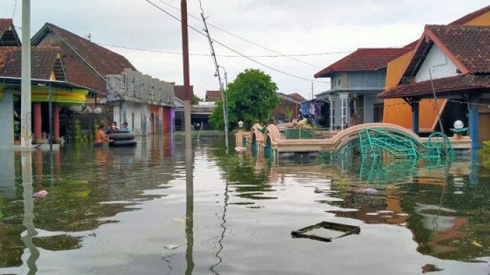 Sepekan Direndam Banjir, Sejumlah Warga di Sayung Demak Masih Bertahan di Rumah
