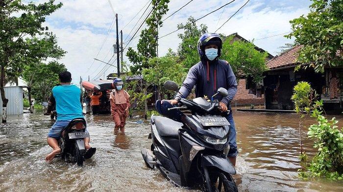 Empat Hari Terendam Banjir, Warga Genuk Kota Semarang Mulai Mengalami Gatal dan Flu