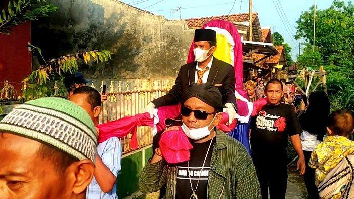 Pernikahannya Dibiayai Warga Sekampung di Pemalang, Taryono: Tak Kalah Meriah dari Acara Raffi Ahmad