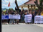 aksi-massa-menolak-radikalisme-di-kompleks-pendopo-kabupaten-banjarnegara-sabtu-5122020.jpg