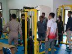anggota-dprd-banjarnegara-mengecek-fasilitas-fitness-koni-banjarnegara-jumat-532021.jpg