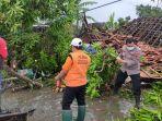 angin-ribut-melanda-desa-karangsono-mranggen-demak-selasa-2322021-sore.jpg